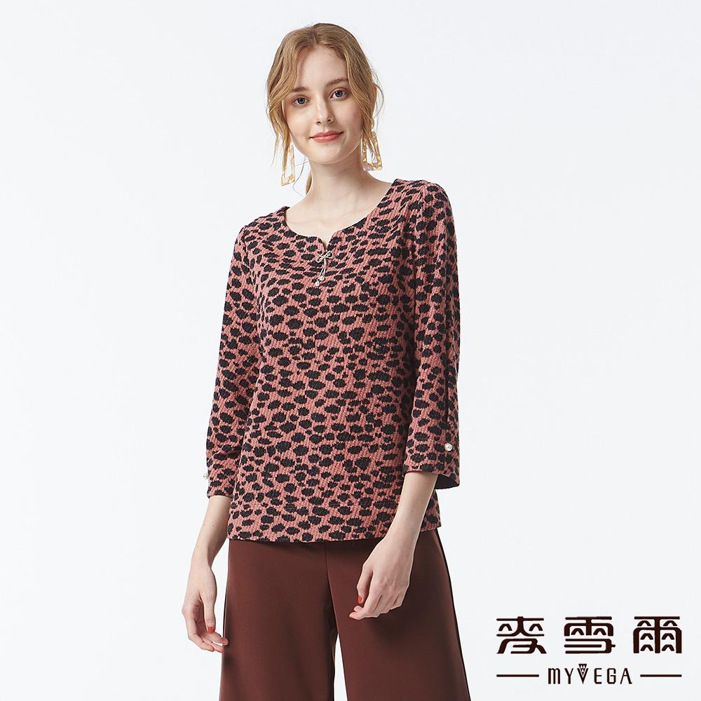 【麥雪爾】豹紋印花V領上衣-粉