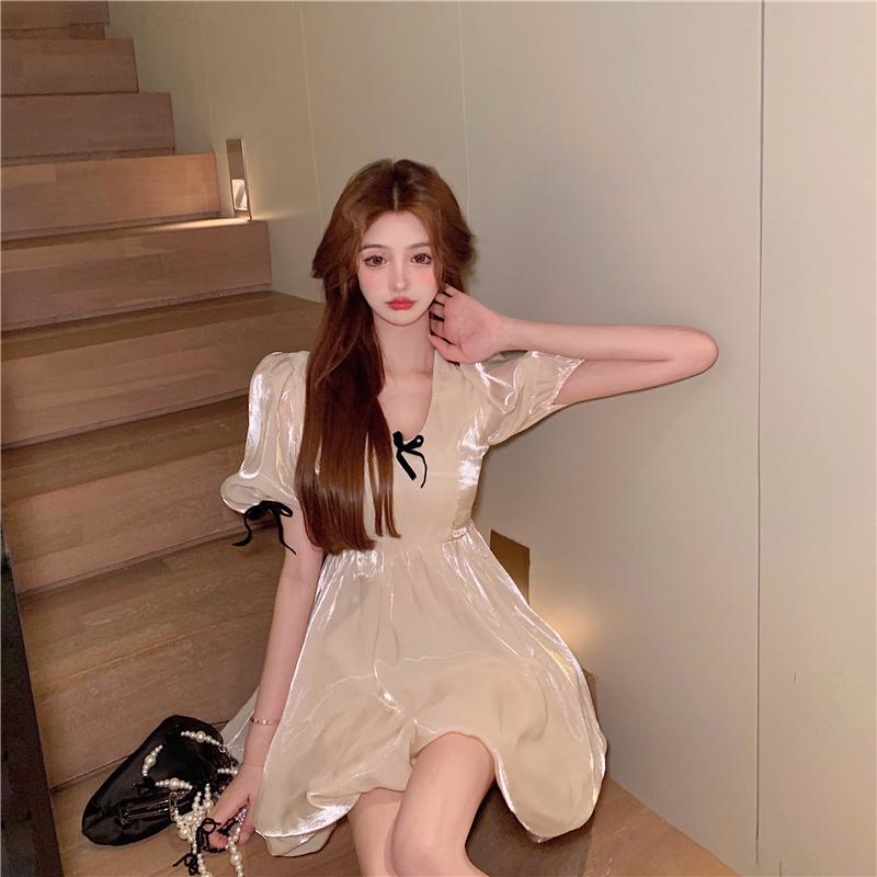 IELGY 偏光連衣裙女法式復古泡泡袖裙子2021夏季新款甜美氣質蝴蝶結短