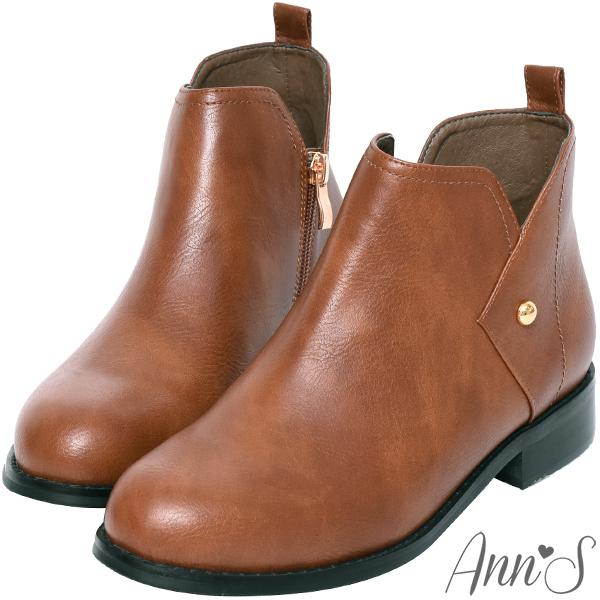 ❀足弓系列第二件88折❀Ann'S型格主張-側V口金色小鉚釘平底短靴-咖