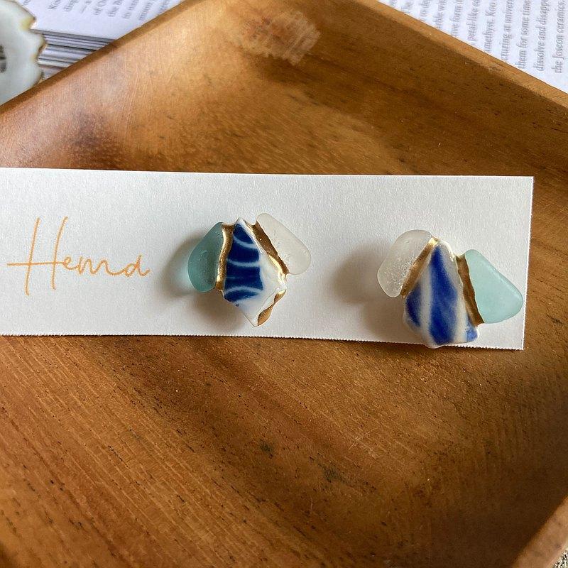 海玻璃 海陶器的金繼耳針/ 耳夾【天藍色×藍色×白色】菱形