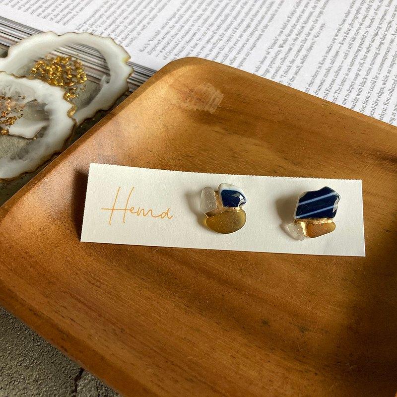海玻璃 海陶器的金繼耳針/ 耳夾【白色×海軍藍色× 棕色】條紋