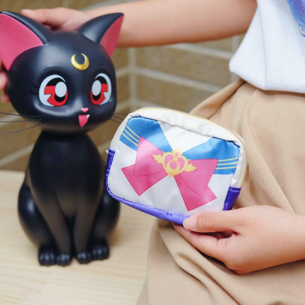 《Sailor Moon》日本商品 水手服緞面方形小包 收納包 美少女戰士 25週年限定 劇場版Eternal
