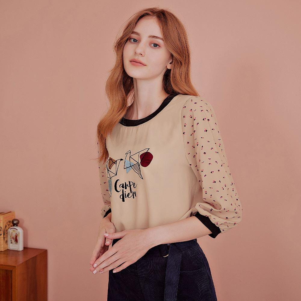 OUWEY歐薇 幾何印花絨布膠印七分袖上衣(可)J58112
