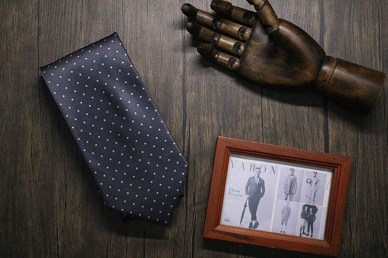 高端商務系列/灰色小波點百分百真絲領帶