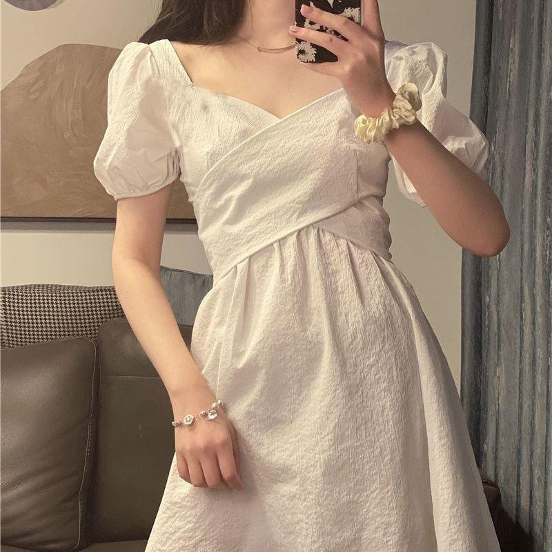 女生洋裝 白色小洋裝 連衣裙 韓版洋裝 夏季氣質連衣裙女新款法式韓版高腰復古收腰顯瘦V領仙女裙