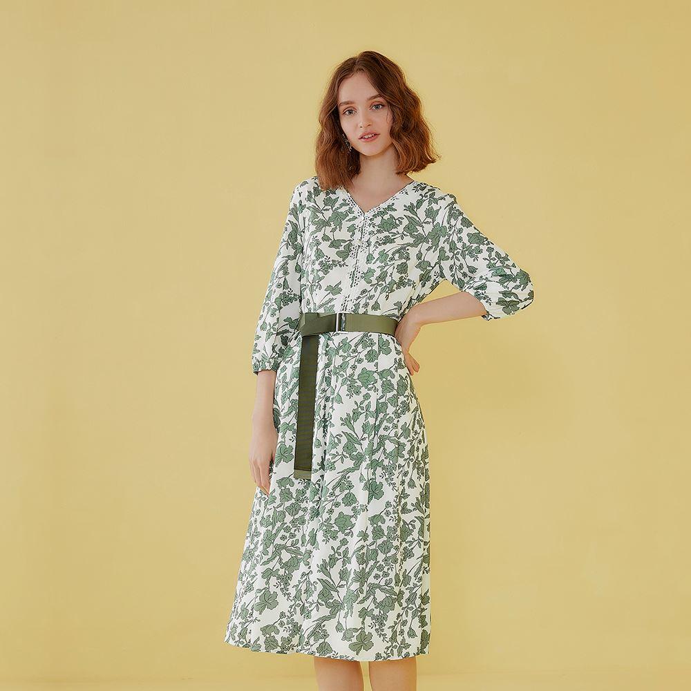 OUWEY歐薇 典雅花草印花不易皺七分袖V領洋裝(綠)J08723