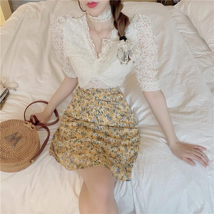 VIVILIAN法式小眾設計感蕾絲氣質V領百搭上衣+清新碎花高腰抽褶包臀半裙套裝