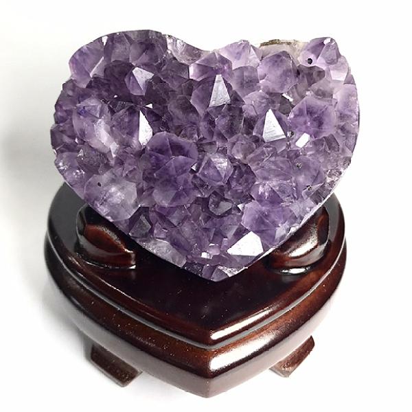 『晶鑽水晶』天然紫水晶 心型原礦擺件 約7cm 平穩腦波 加強記憶力 直覺力 招貴人 含台製木座