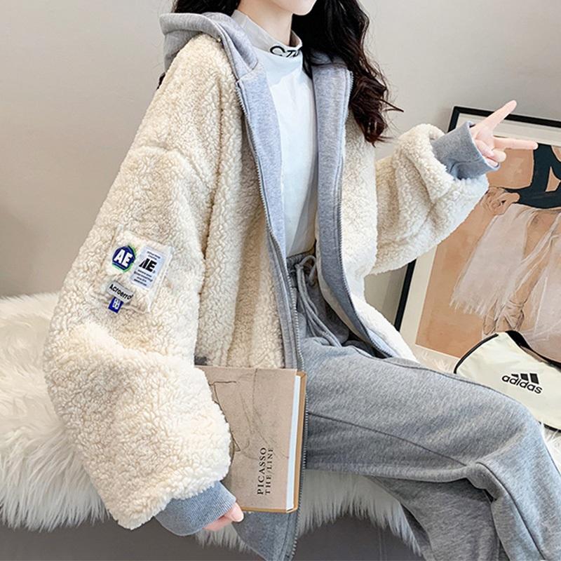 ★秋冬現貨★異材質羊羔毛拼接假兩件連帽外套-eFashion【N15706180】