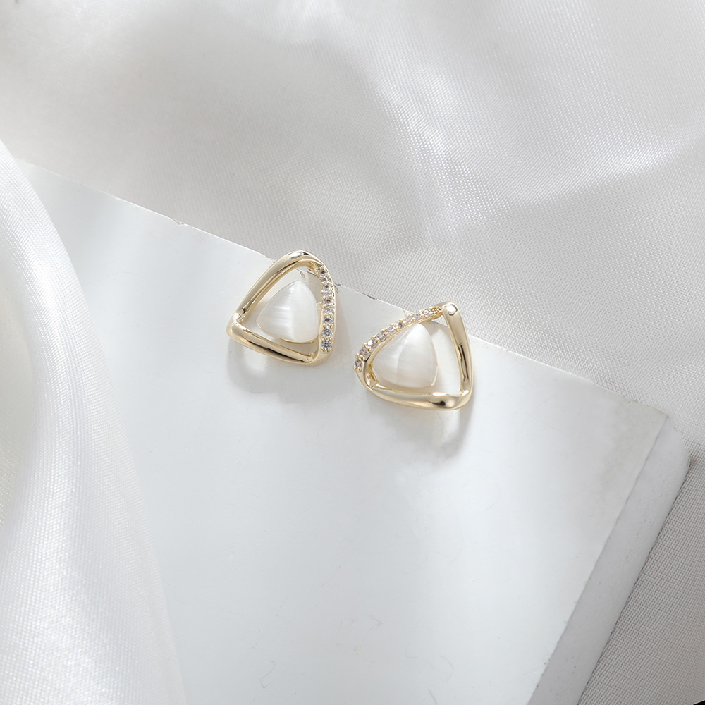 [韓國流行耳環]法式簡約日常三角耳環 2色 ER00197
