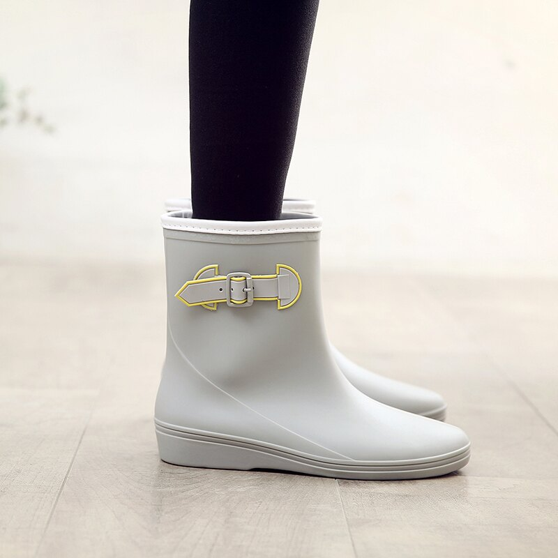 雨鞋女 日式輕便中筒雨靴防水時尚款膠鞋軟底防滑水鞋成人套鞋雨鞋女【LM381】