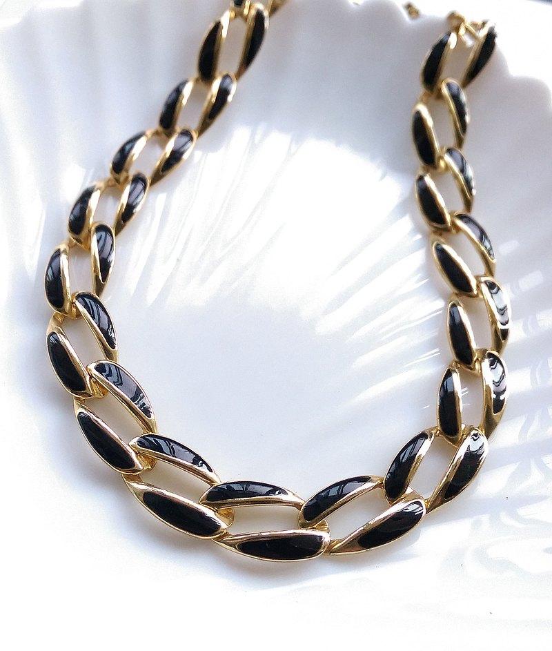 金屬黑繩索 項鍊 頸鍊 。西洋古董飾品