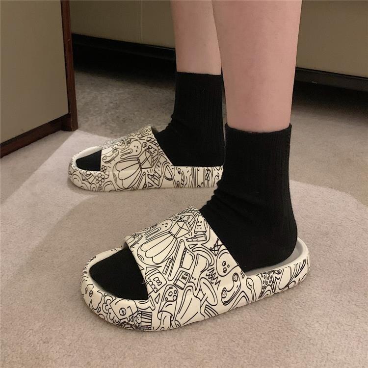 網紅ins潮時尚街頭涼拖鞋女夏天外穿防滑厚底涂鴉沙灘鞋男 摩可美家