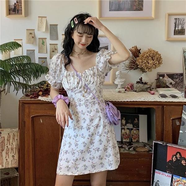 碎花連身裙 白色碎花連身裙女2021夏季新款法式泡泡袖氣質收腰小個子短裙裙子 夢藝家