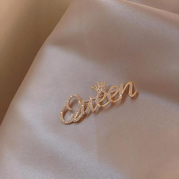 皇后字母胸針女高檔可愛日系ins潮個性別針衣領扣防走光配飾 韓美e站