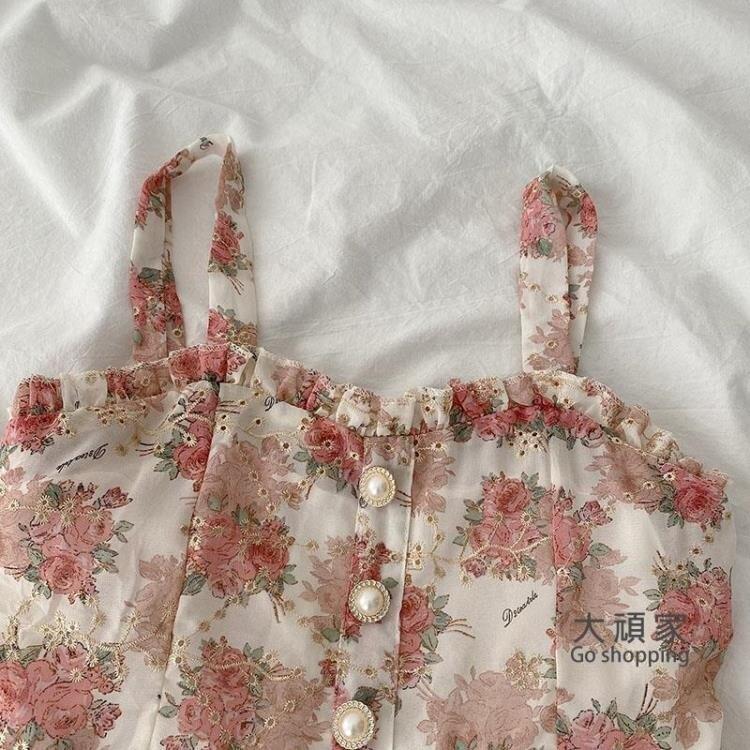 碎花洋裝 A字裙 黑牛奶碎花洋裝2021春季新款女裝韓版氣質時尚高腰無袖吊帶裙子 果果輕時尚