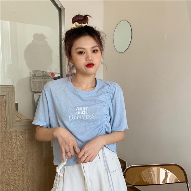 酷拽女孩的OOTD~夏日baby藍溫柔字母小心機抽繩短袖T卹女