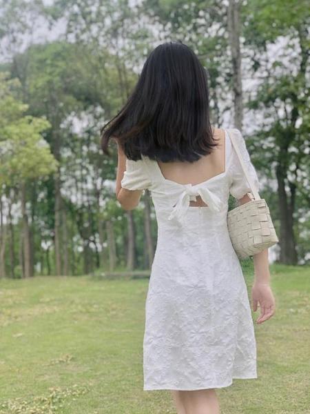 法式復古露背白色方領洋裝女春夏高腰顯瘦初戀裙長裙 喵小姐