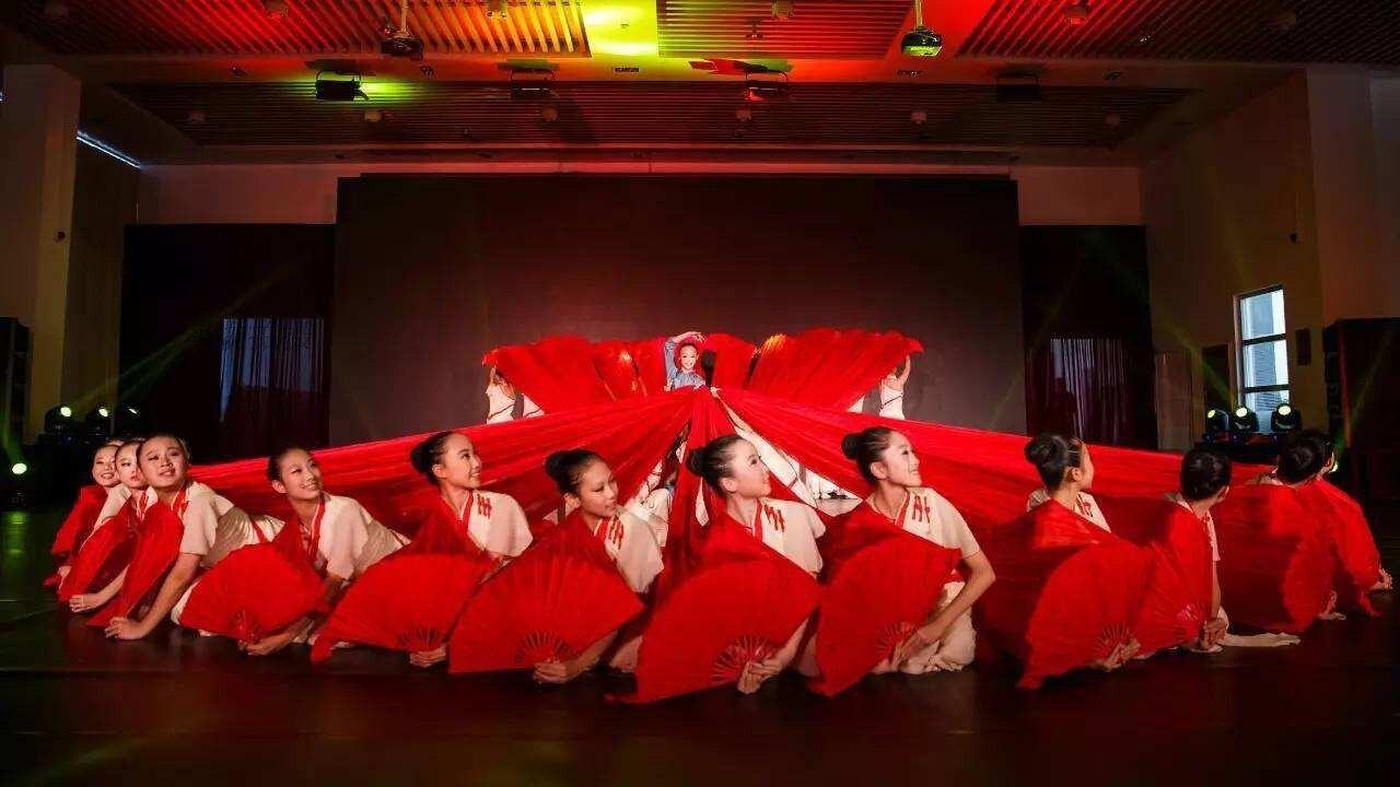 真絲舞蹈扇 紅色搖籃長綢扇舞秧歌扇子女真絲大扇子跳舞扇加長古典舞蹈扇表演【MJ12048】