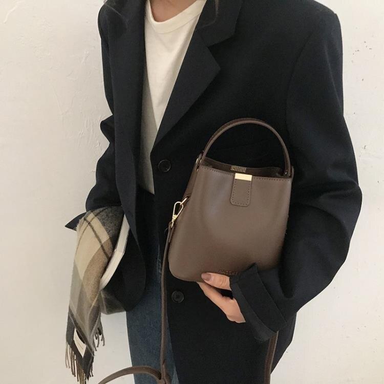 水桶包 百搭ins斜挎包包女2021新款潮時尚網紅水桶包小眾設計單肩手提包 【百淘百樂】
