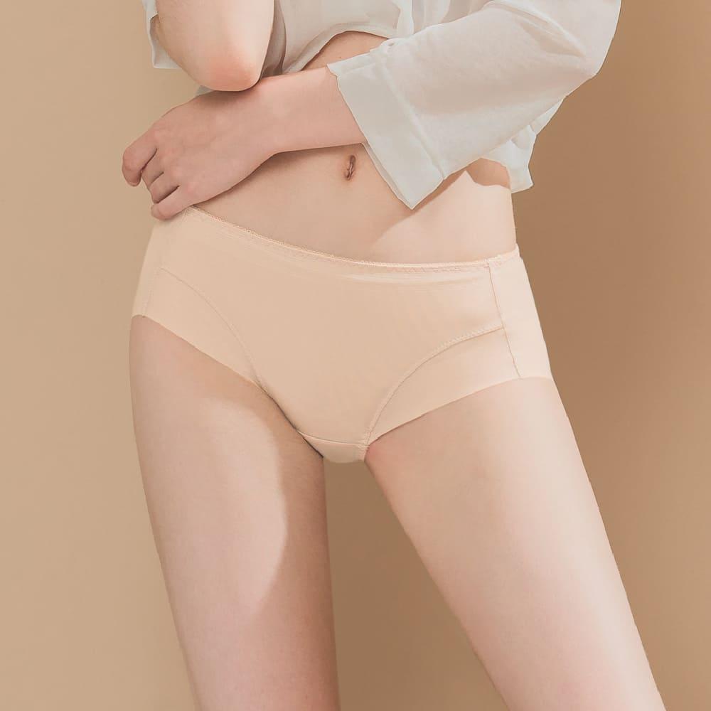 Clany可蘭霓 無痕透氣超健康吸濕排汗包臀中腰M-XL內褲 晚安輕吻 2202-31