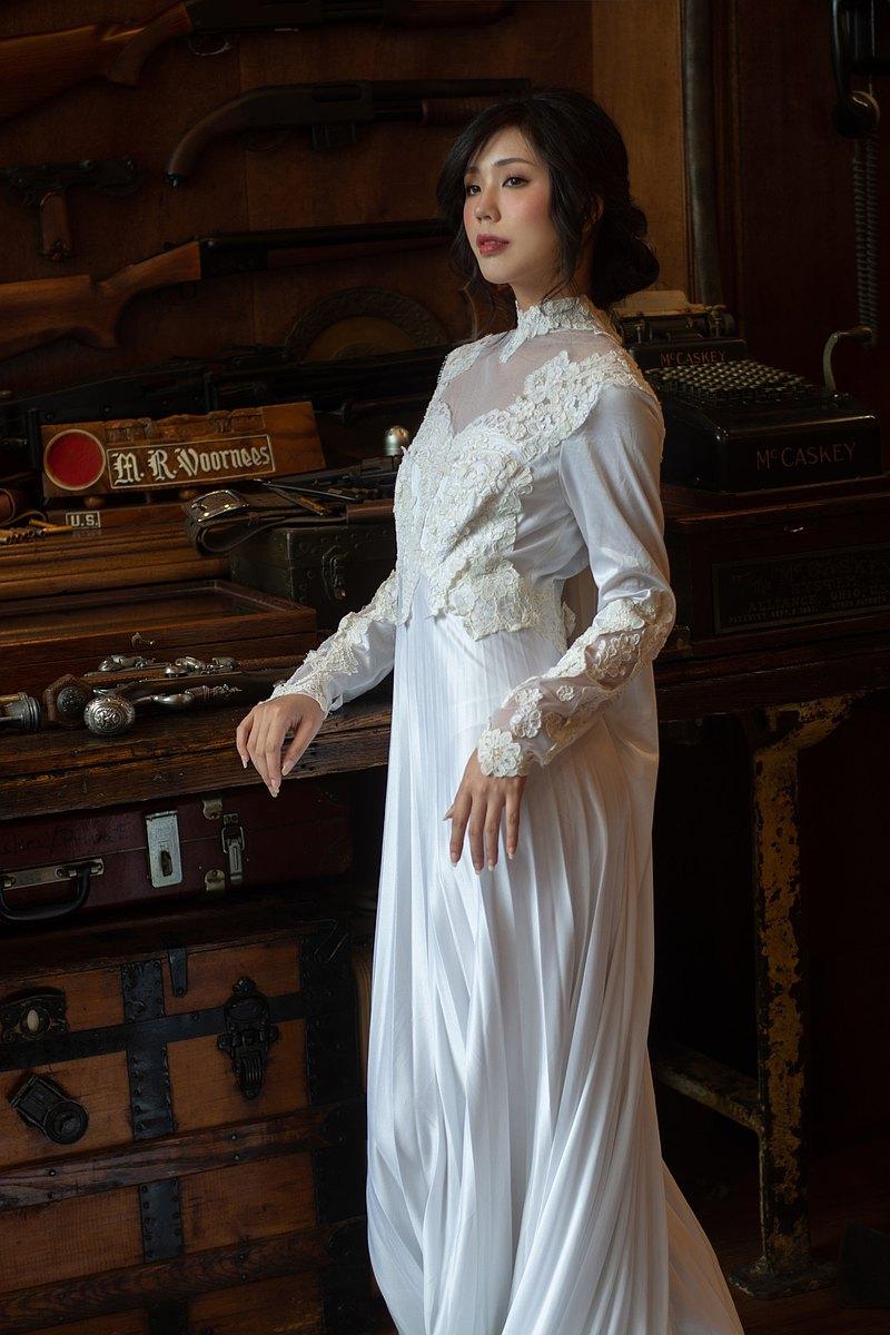 料質fabric 80年代高領刺繡披肩拖尾古董婚紗