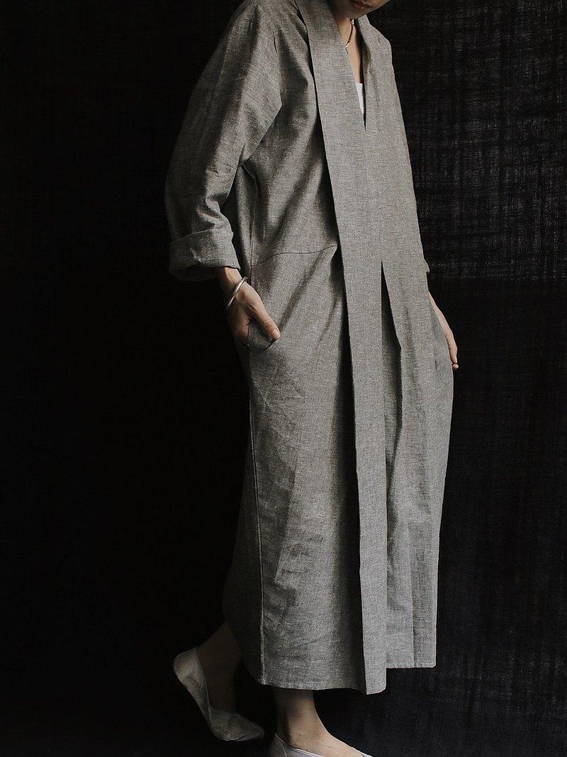 川 衣 WEAR BEING V領摺襟洋裝 雜點淡綠灰
