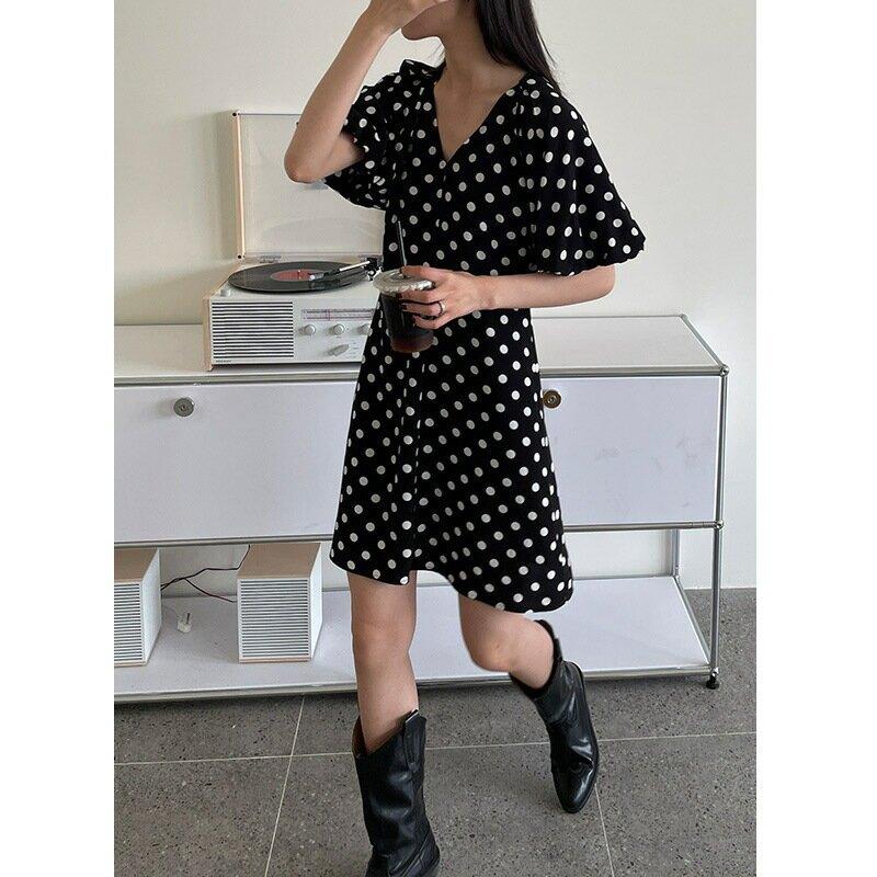 夏季新款連衣裙女V領波點泡泡袖A字裙收腰垂感顯瘦中裙