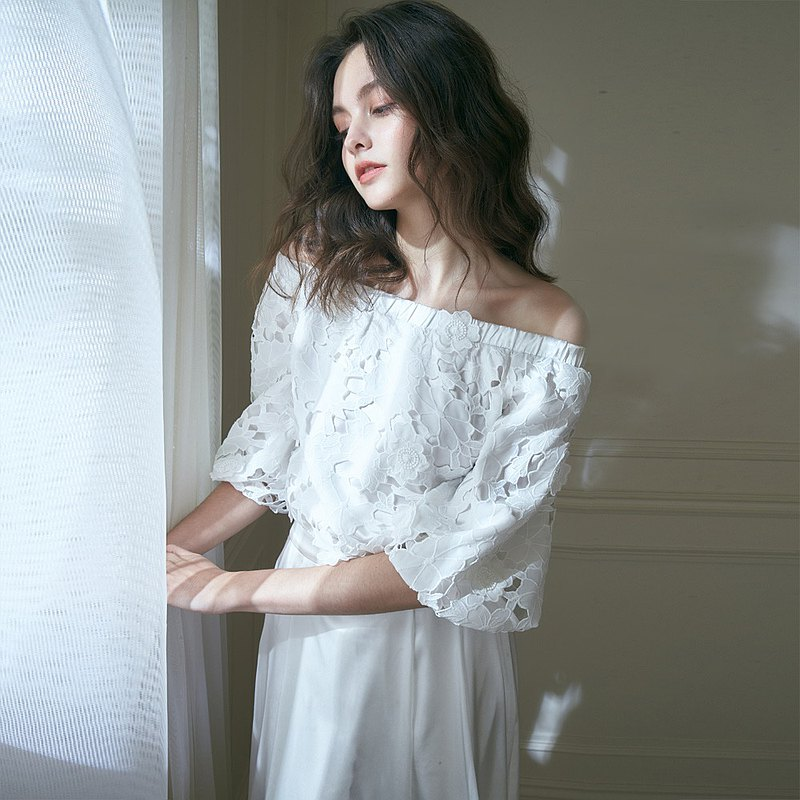 Olive奧利芙 花漾一字領刺繡貼花上衣 +白長緞裙 (二件式)禮服,輕