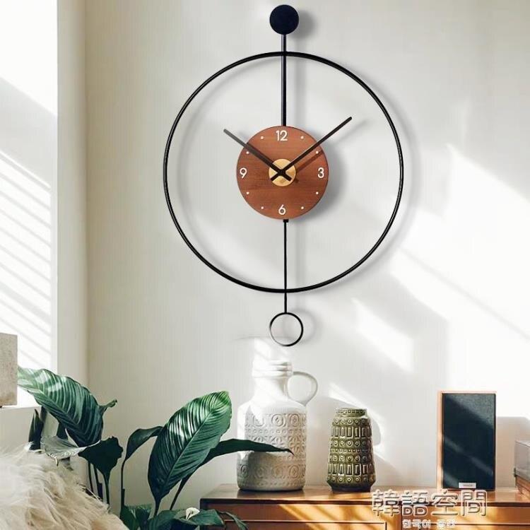 北歐簡約現代時鐘掛鐘客廳家用時尚輕奢鐘錶裝飾鐘創意個性掛墻錶 摩可美家