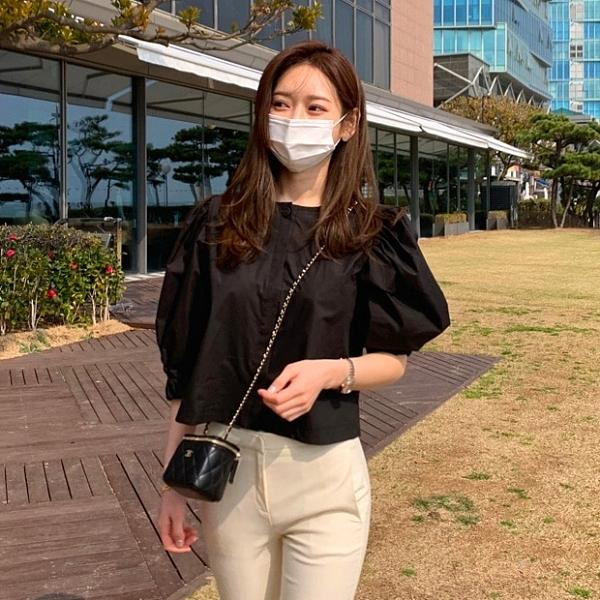 韓國製.甜美百搭素面單排扣縮口公主袖上衣.白鳥麗子