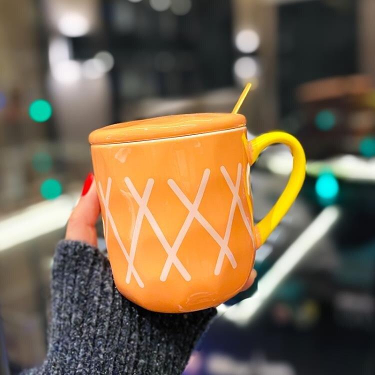 網紅高顏值手作陶瓷杯子帶蓋帶勺可愛口杯女生超萌喝水早餐牛奶杯 摩可美家