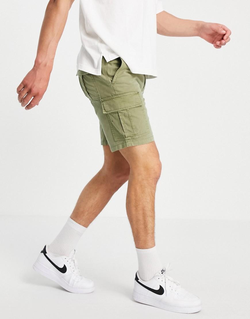 New Look slim fit cargo shorts in khaki-Green