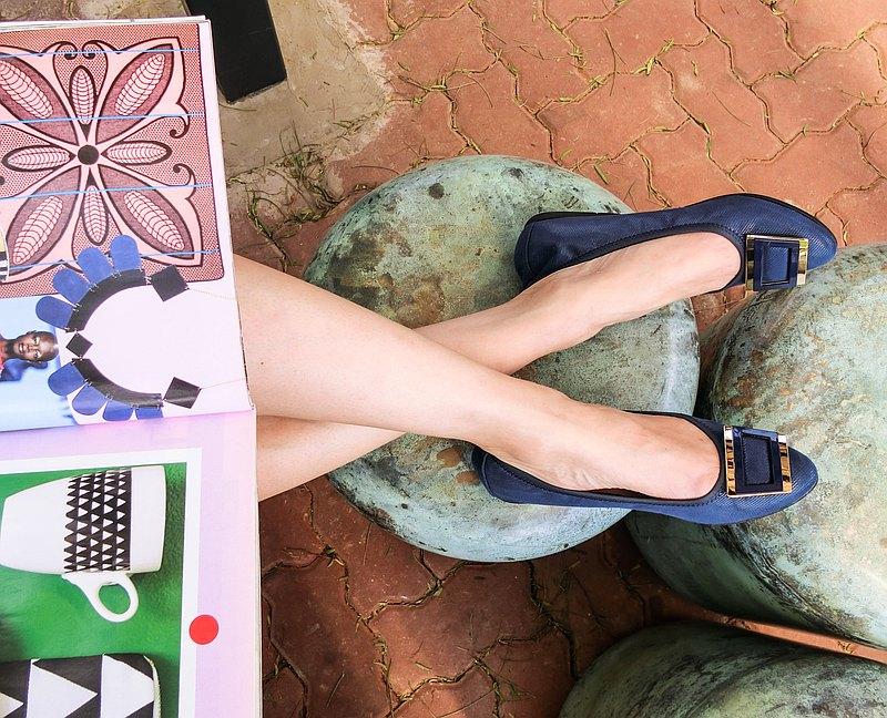 小尖頭典雅金屬飾扣平底鞋 (內含三層軟墊) 深藍, 共4色