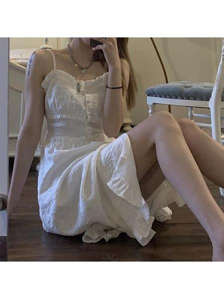 連身裙 白色吊帶裙女2021年春夏新款法式開叉連衣裙子少女 印巷家居