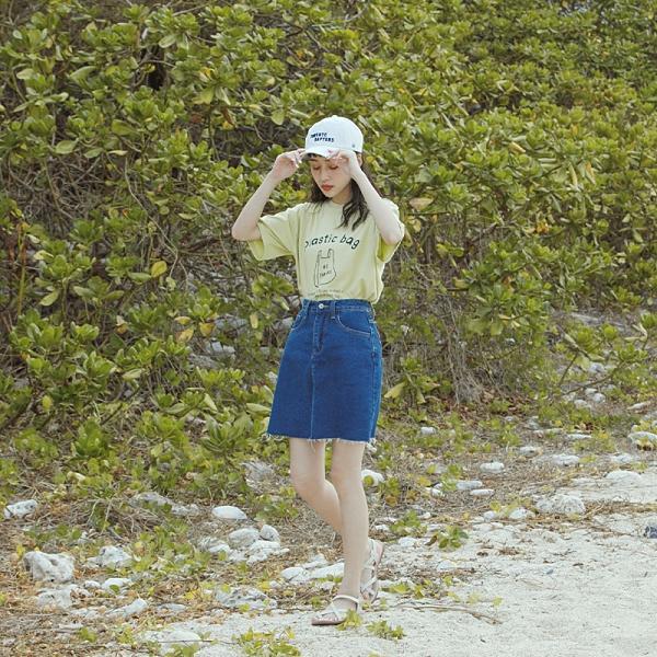 Queen Shop【03010776】經典深藍抽鬚牛仔短裙 S/M/L*現+預*