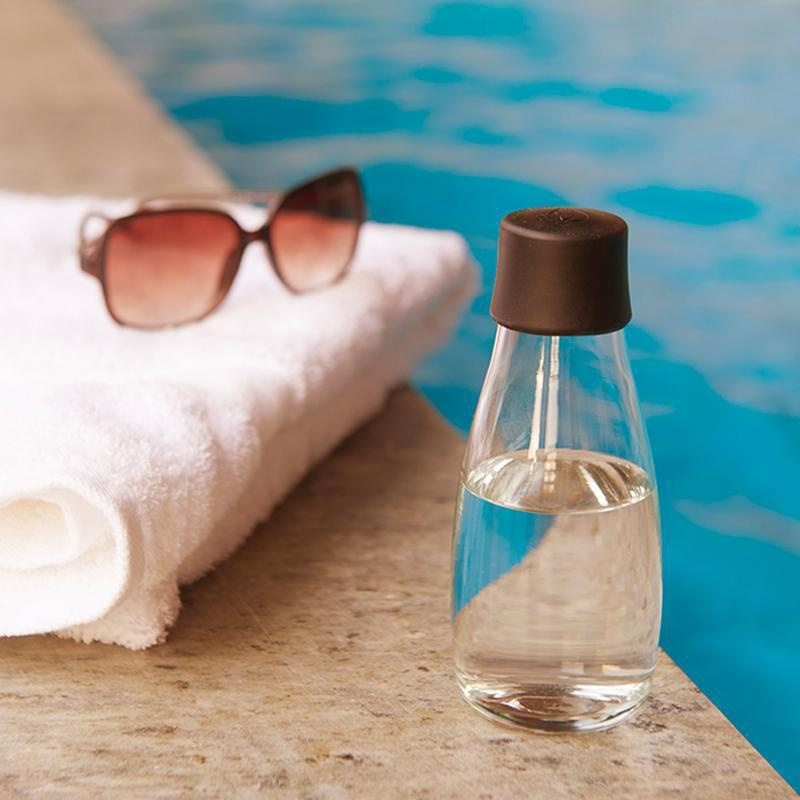 【預購】捷克製造|極輕環保無毒、耐熱玻璃水瓶 300ml  (22色) 都會黑 (Black)