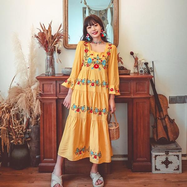 度假洋裝 旅遊 長裙波西米亞民族風超重工繡花喇叭袖系帶大擺度假連身裙三色NE603韓衣裳