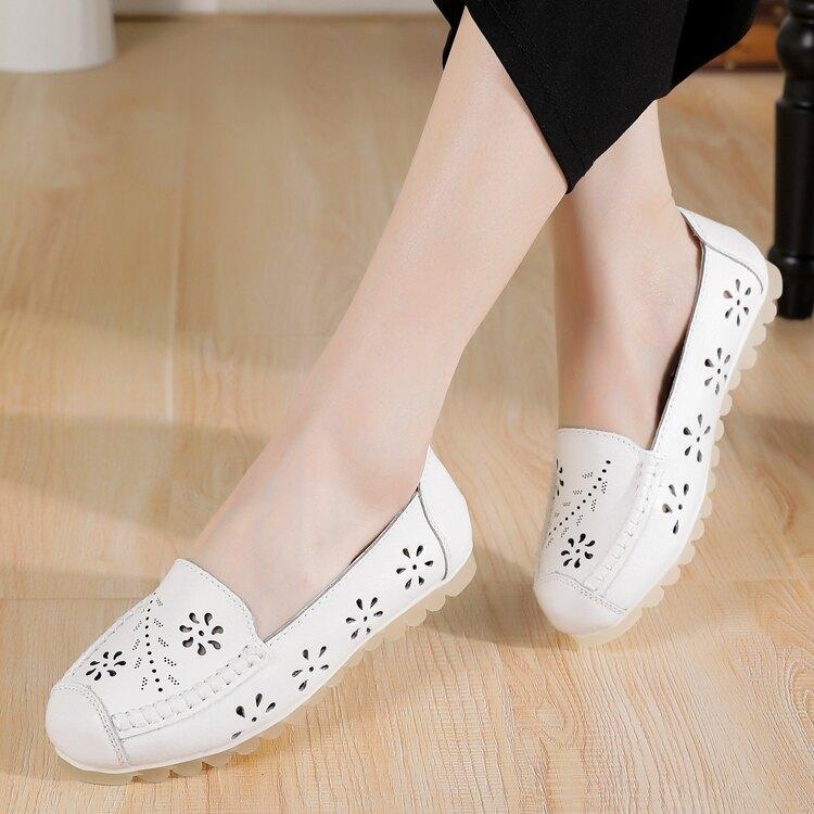 夏季閏月媽媽鞋涼鞋真皮軟底舒適平底中年軟皮鞋洞洞單鞋40-50歲
