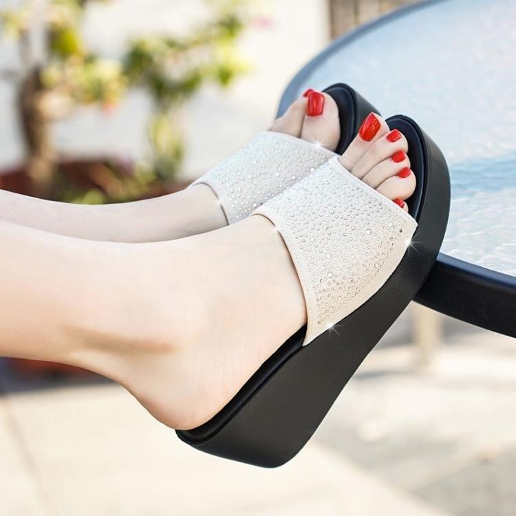 足意爾康2021夏新款涼鞋女坡跟厚底時尚外穿高跟百搭涼拖鞋女 四季小屋