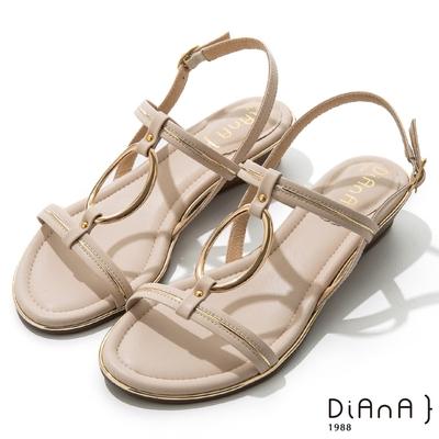 DIANA 羊紋超纖金屬圓環線條楔型低跟涼鞋-夏日風情-米