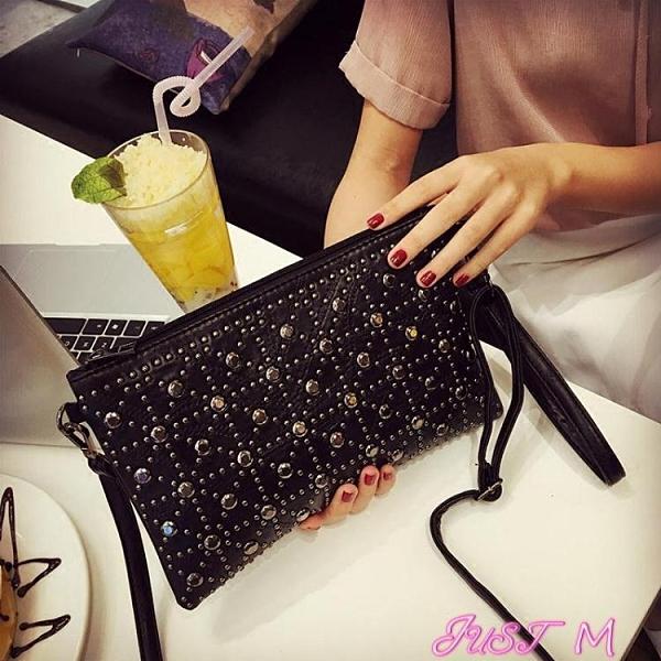 鉚釘包包包2021春夏新款韓版時尚拼接百搭鉚釘信封包素色側背斜背手拿包 JUST M