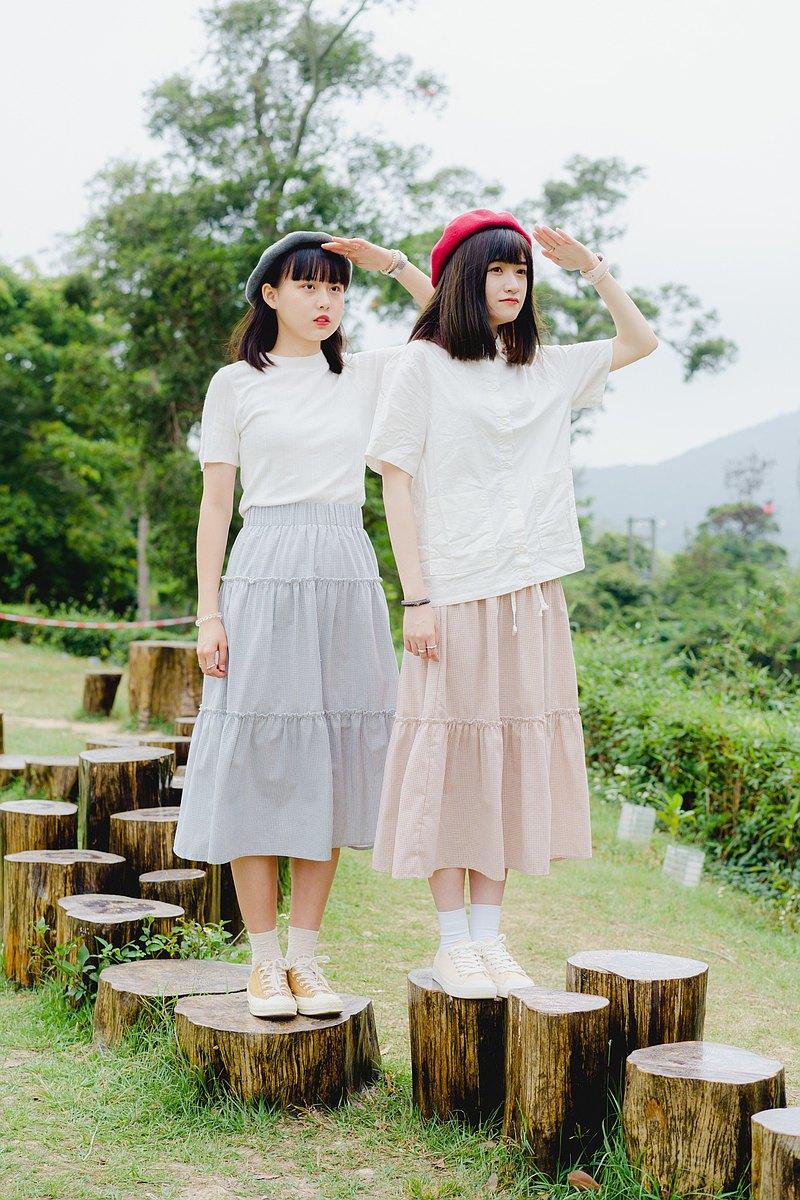 //格子布捲邊半身裙//