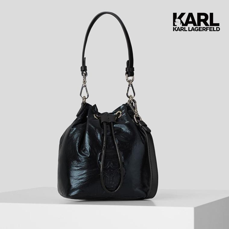 【KARL LAGERFELD】金屬太空IKONIK水桶包-黑(原廠公司貨)