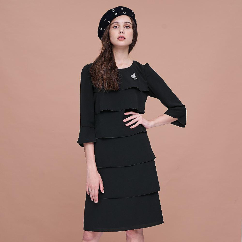 ILEY伊蕾 蛋糕層次喇叭袖型洋裝(黑)957722