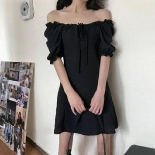小黑裙 洋裝胖mm韓版年新款收腰顯瘦一字領減齡短袖連身裙女4F039.依品國際