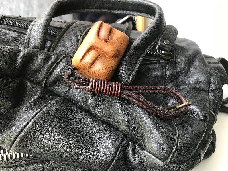 放空小人兒 檜木木飾 背包掛 鑰匙圈