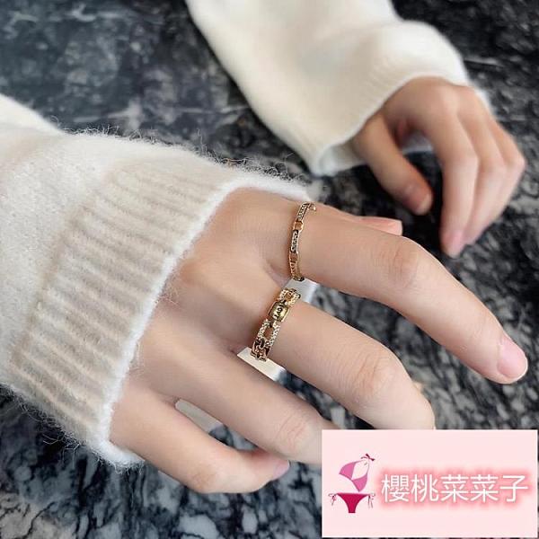 個性輕奢高級感食指環開口戒字母戒指女潮設計時尚【櫻桃菜菜子】