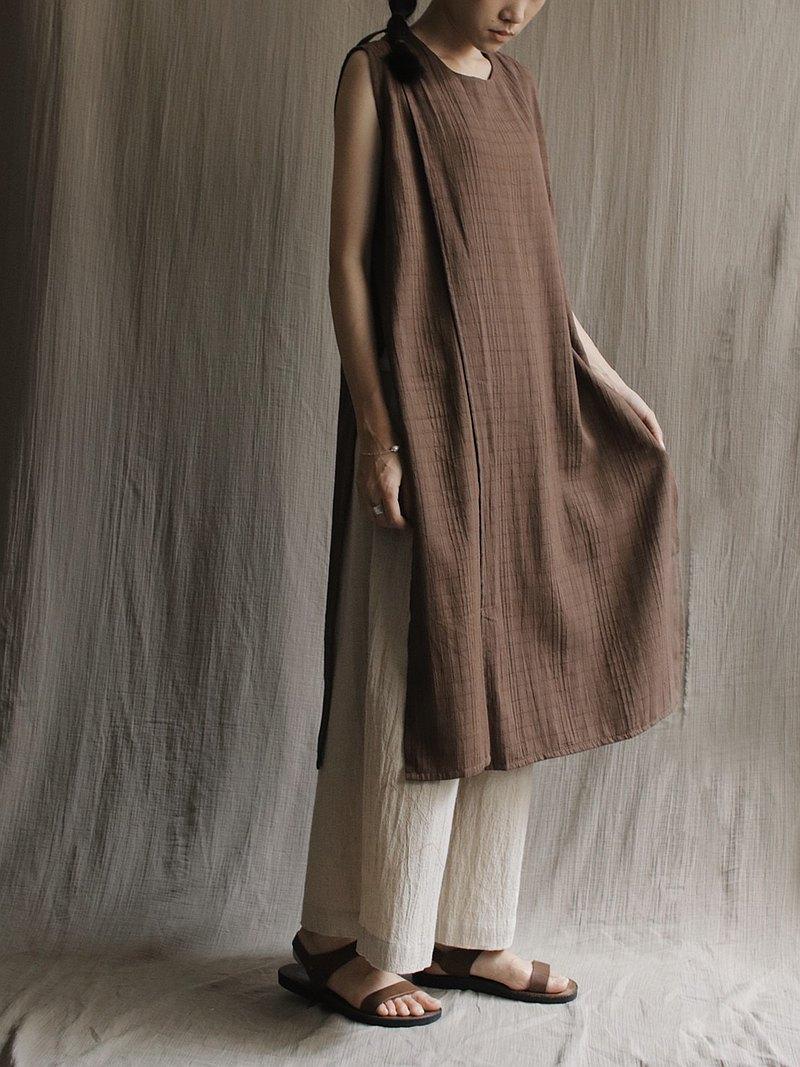 後綁帶雙片開岔背心薄洋裝 咖啡