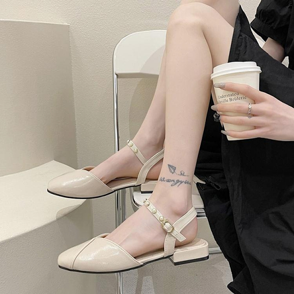 包頭涼鞋 包頭涼鞋女仙女風2021新款夏季法式平底一字扣帶配裙子氣質羅馬鞋 伊蘿